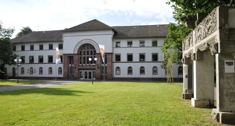 Deutsches Ledermuseum_ DLM, C. Perl-Appl